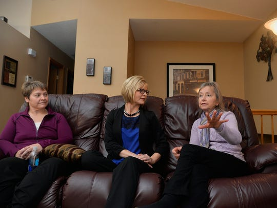 Joan Willenbring, right, talks with sisters Tammy Moore,
