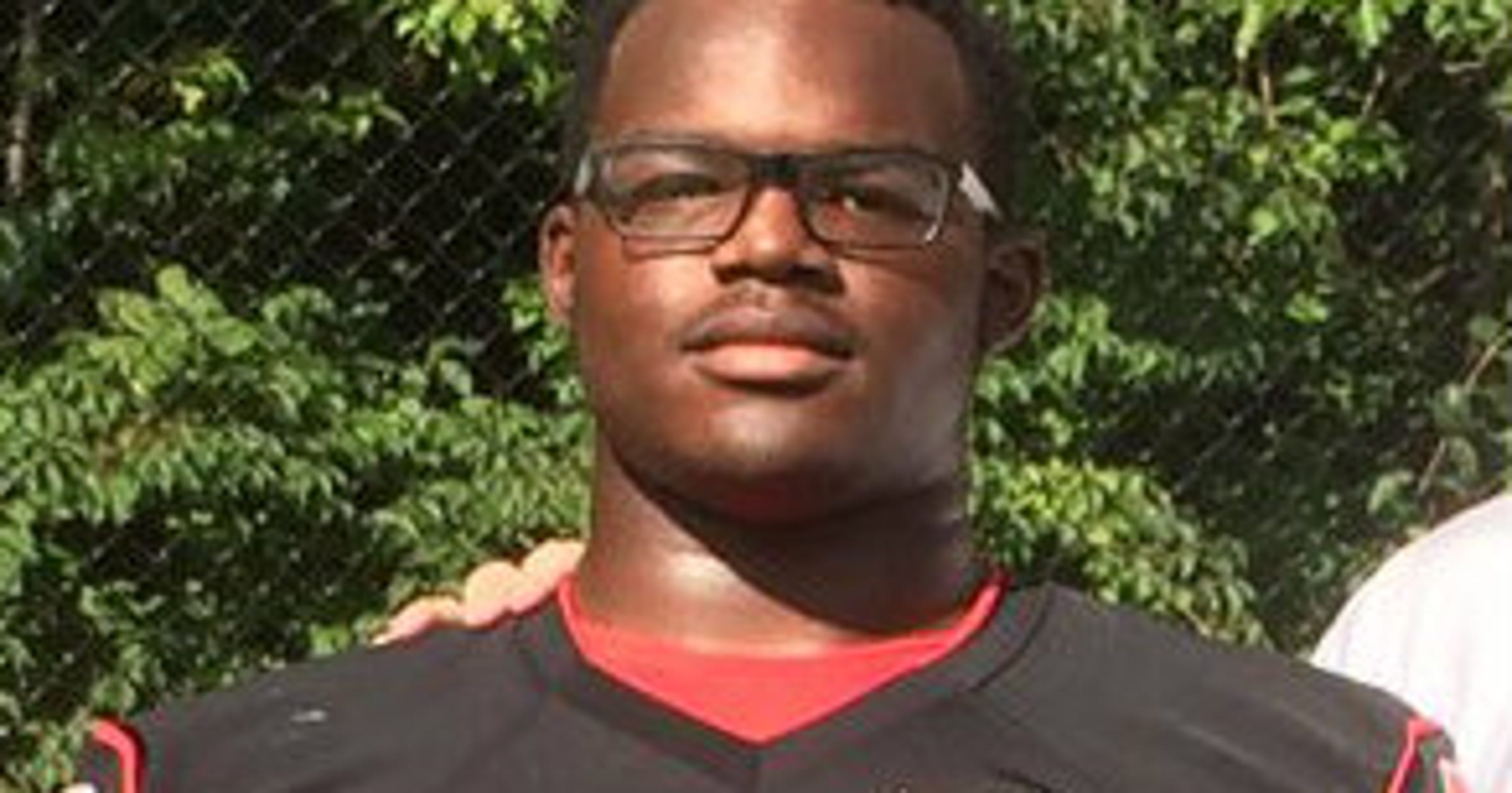 63f912dfaa Michigan football recruiting  Grand Rapids DT Mazi Smith joins party