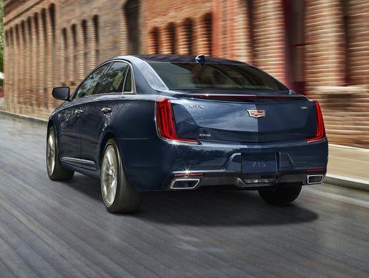 2018-Cadillac-XTS-003