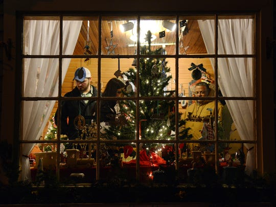 Holiday shoppers take in the whole 'Christmas Experience'