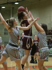Pittsford Mendon's Alana Fursman (21) goes up for a shot in the 2017 Class A state title game.