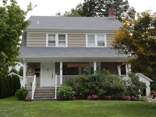 The valuation of 10 Elm Road fell 32 percent in 2014, to $736,000, but rose 26 percent, to $925,000, in 2016.