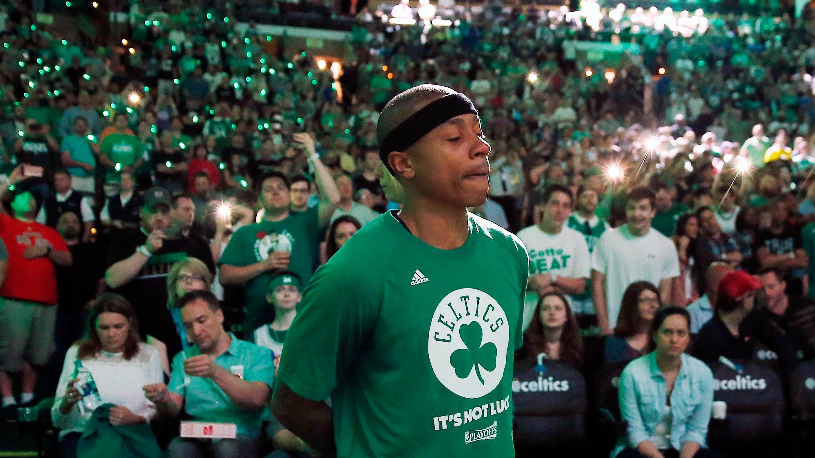 Day after sister's death, Isaiah Thomas plays for Celtics