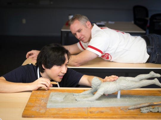 Tom Tsuchiya sculpts a small-scale Pete Rose clay model,