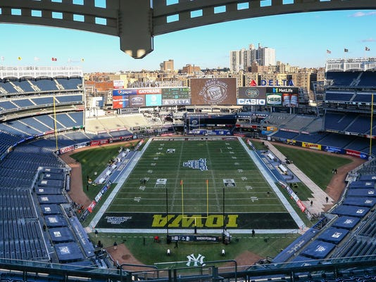 USP NCAA FOOTBALL: PINSTRIPE BOWL-BOSTON COLLEGE V S FBC USA NY