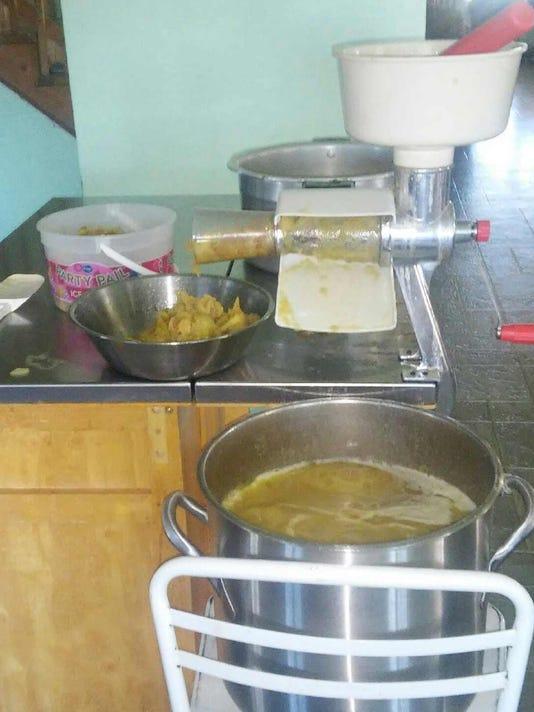 Amish Kitchen making applesauce