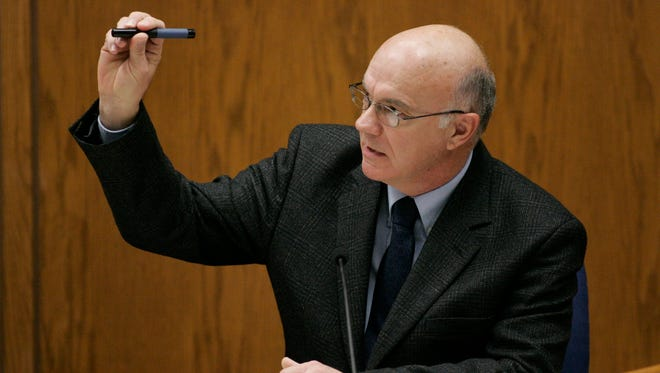 Manitowoc County Sheriff Lt. James Lenk testifies Feb. 21, 2007 in the Steven Avery trial at the Calumet County Courthouse in Chilton.