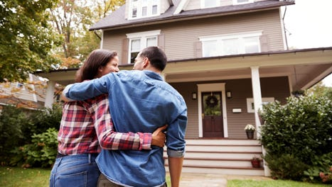 "Navigating a ""seller's market"" can be daunting, but Aikman urges buyers to stay the course. Here are some tips for getting the home you want despite this challenging market."