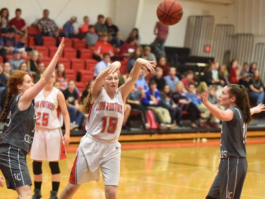 Norfork's Pearl McGowan throws a pass during the Lady
