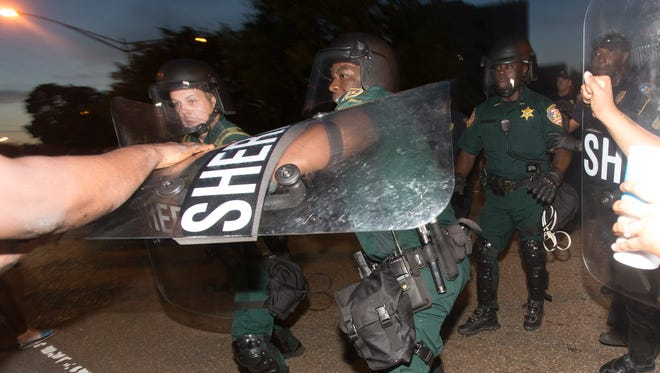 Sheriff's deputies clash with demonstrators during a protest against the July 5 shooting of Alton Sterling, an African-American shot dead while being taken into custody by two white police officers, in Baton Rouge July 9, 2016.