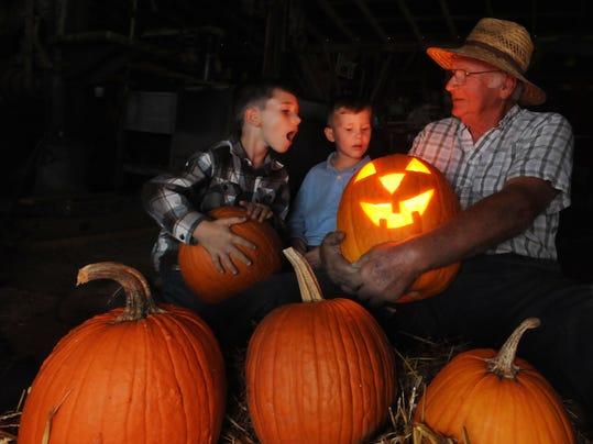 -SBYBrd_10-22-2012_DailyTimes_1_A001~~2012~10~21~IMG_-bs-Halloween_pumpki_1_.jpg
