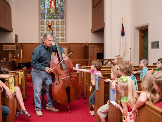 Youth at art and music camp at Floral Heights United