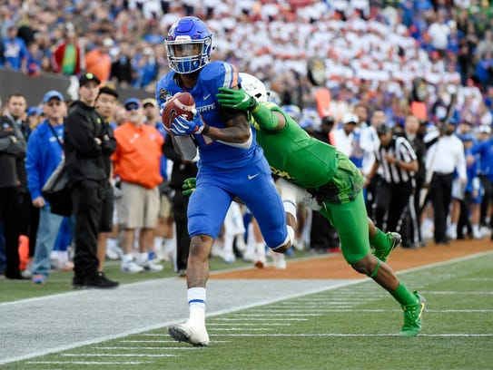 Boise State receiver Cedrick Wilson catches a pass