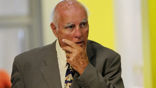 Former grand slam tennis doubles champion Bob Hewitt must serve six years in jail after South Africa's Supreme Court rejected his appeal.