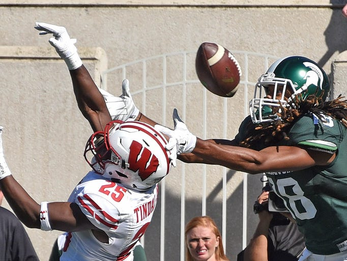 Spartan receiver Felton Davis (18) can't get his hands