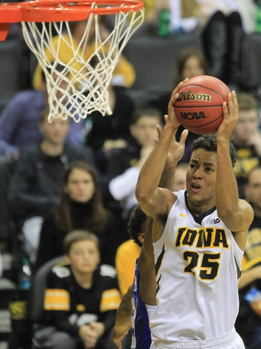 -IOW 1115 Iowa mbb vs Hampton 24.jpg_20141114.jpg
