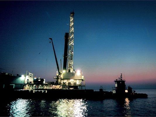OIL RIG 0613.jpg