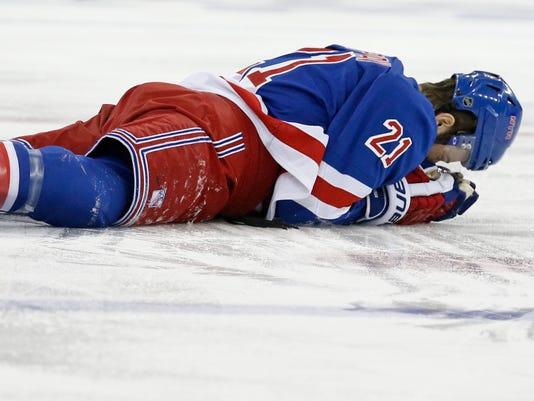 Rangers Canadiens 2014 Game 3 Derek Stepan broken jaw