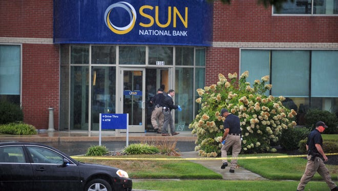 A robbery at Sun National Bank in Vineland is investigated Monday, Sep. 19, 2016.