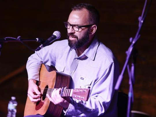 LEE CELANO/THE ADVERTISER Roddie Romero sings during