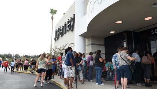 Shoppers lined up at the J.C. Penney at the Indian River Mall on Thanksgiving.