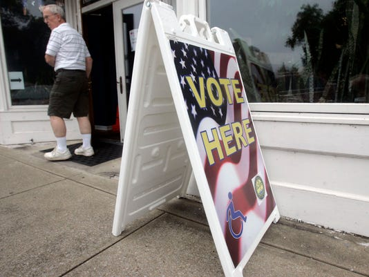 -MUR NEWS voters 03.jpg_20120725.jpg
