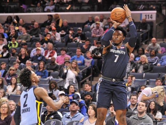 Pistons forward Stanley Johnson (7) shoots against