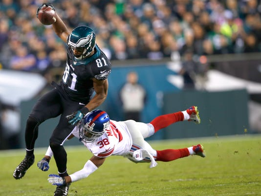 Philadelphia Eagles wide receiver Jordan Matthews (81) tries to avoid a tackle by New York Giants cornerback Trumaine McBride (38) during the first half of an NFL football game, Sunday, Oct. 12, 2014, in Philadelphia. (AP Photo/Michael Perez)
