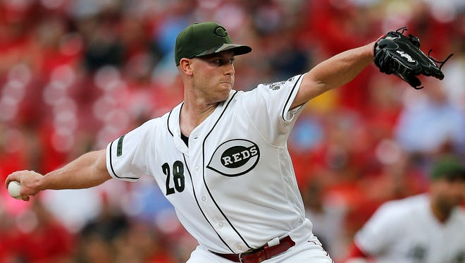 Cincinnati Reds starting pitcher Anthony DeSclafani (28) delivers a pitch in the top of the first Inning of an MLB National League game between the Cincinnati Reds and the Arizona Diamondbacks at Great American Ball Park in downtown Cincinnati on Friday, Aug. 10, 2018.