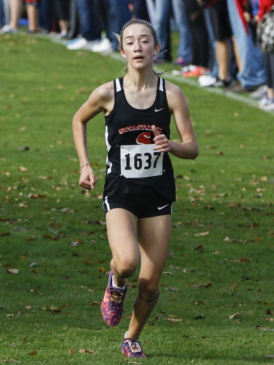 636443943941095065-MAN-XC-Manitowoc-Sectionals-102117-JC0332.jpg
