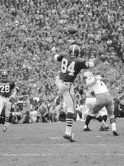 Gene Washington goes in for a catch against Notre Dame on Nov. 19, 1966.