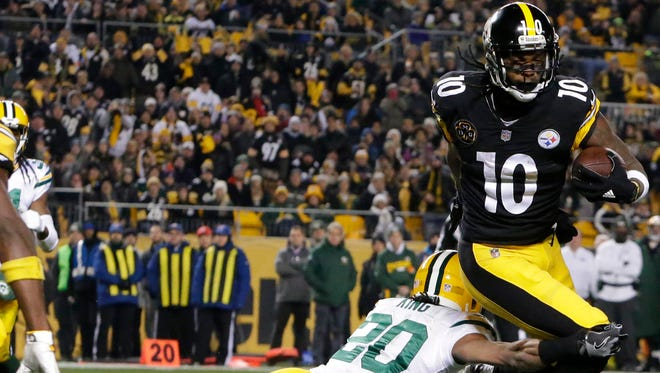 Pittsburgh Steelers wide receiver Martavis Bryant (10) is tripped up by Green Bay Packers cornerback Kevin King (20) during the the first quarter of their game Sunday, November 26, 2017 at Heinz Field in Pittsburgh, Pa.