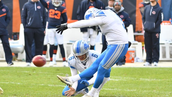 Lions kicker Matt Prater sends a 52-yard field goal through the uprights in the fourth quarter to propel the Lions to a 27-24 victory.