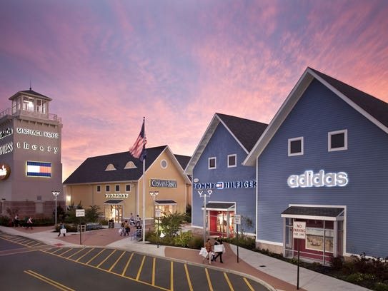 Jersey Shore Premium Outlet: like a big fancy mall,