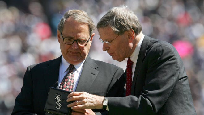White Sox chairman Jerry Reinsdorf, left, says he's not interested in replacing Bud Selig as MLB commissioner.