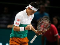Federer and Djokovic reach Paris Masters quarterfinals