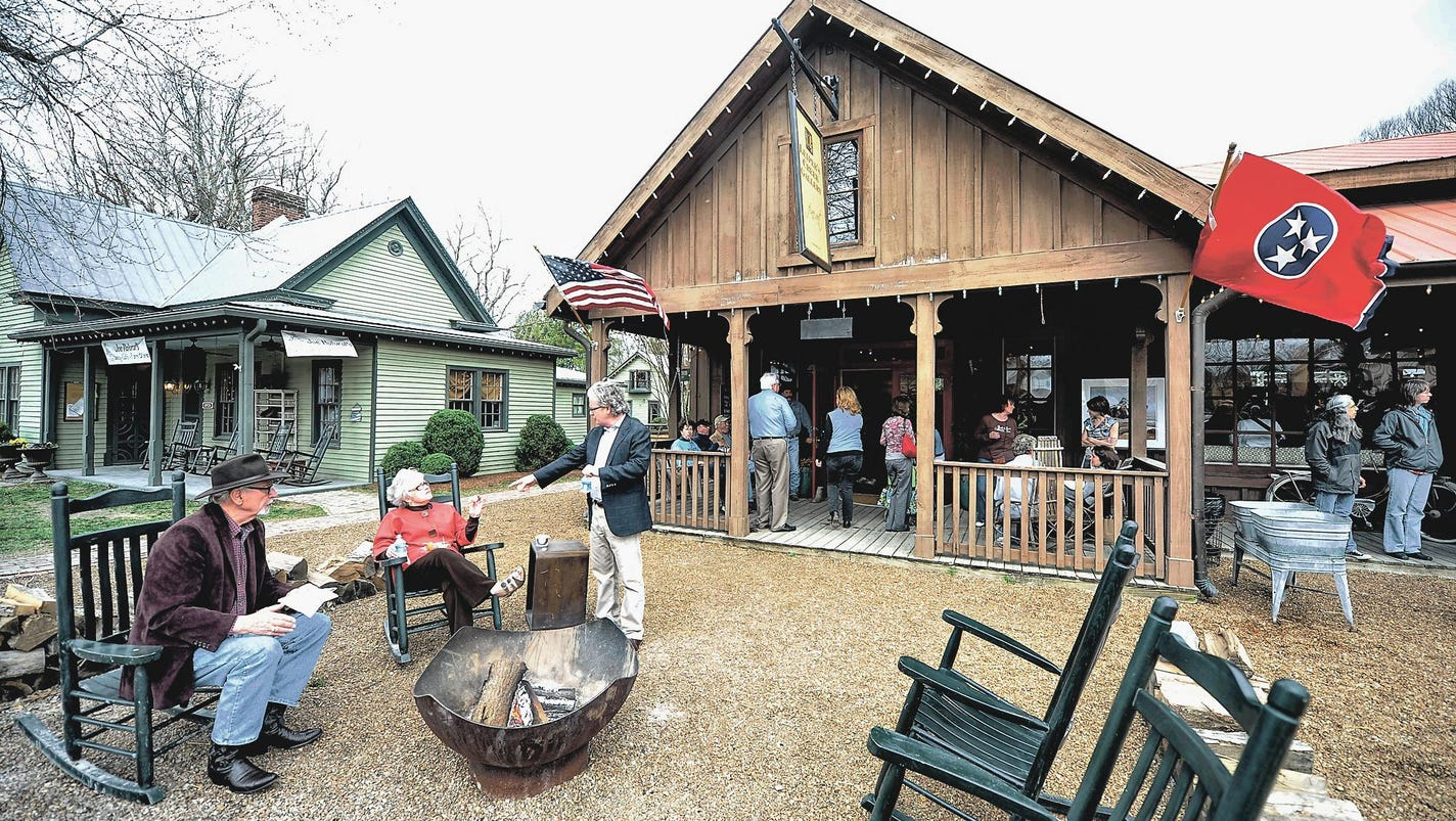 Leipers Fork Hit Gallery For Mix Of Art Interior Design