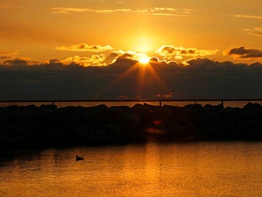 636565340191736734-sunrise-sisti-desisti-3192.jpg