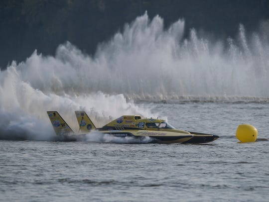 Greg Hopp (GP-12) wins the APBA North American Grand