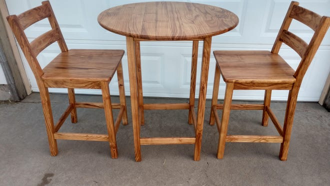 Counter height dining set featured on KMRS online auction