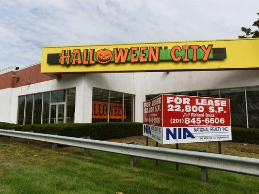 halloween-city-on-route-4-in-paramus.JPG