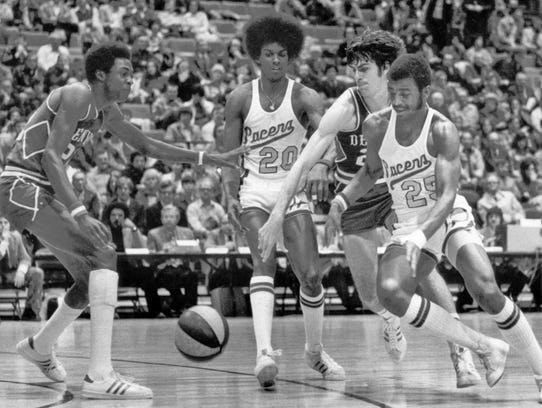 2/5/1975  ABA Indiana Pacers. The man in the middle