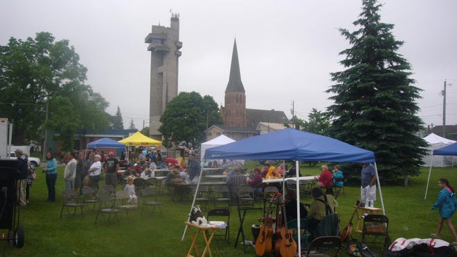 Patrons explore city hall grounds as they shop at the Arts and Crafts Fair in previous years.