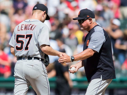 Tigers manager Ron Gardenhire relieves pitcher Artie Lewicki in the eighth inning against the Indians on Sunday.