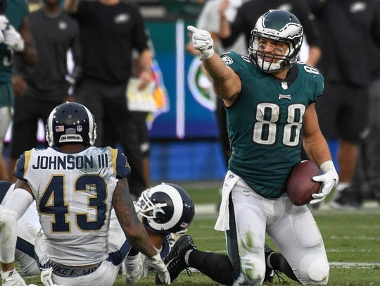Dec 10, 2017; Los Angeles, CA, USA; Trey Burton signals