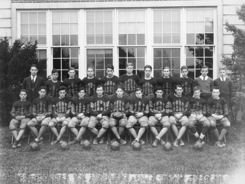 The Laurel High School football team from 1931.
