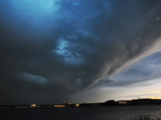 Heavy skies approach over thewest side of Sturgeon Bay.