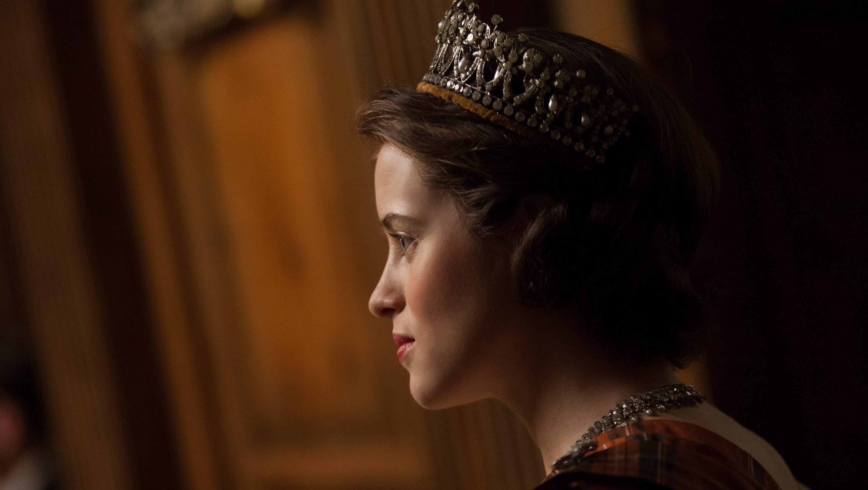 Netflix S The Crown Tells Lavish Story Of A Young Queen