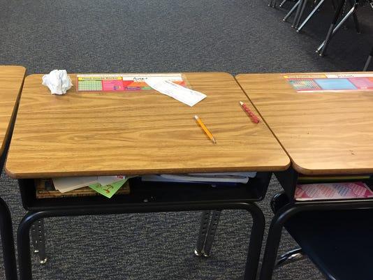 636301159099598464-classroom-desk.jpg