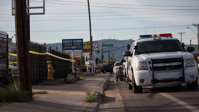 Phoenix police are investigating a shooting that left one man dead and four others injured on the morning of Sunday, Oct. 25, 2015.